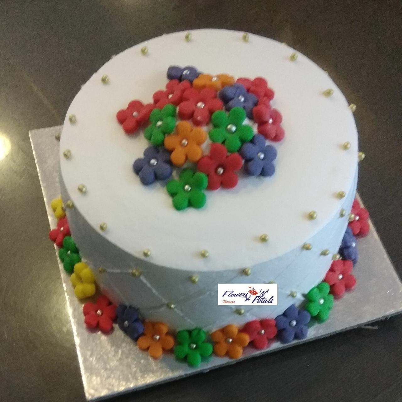 Pineapple cake with fondant flowers