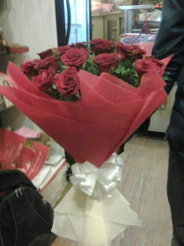 25 Dutch Red Roses Bouquet