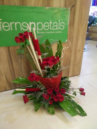 Enchanting red roses arrangement