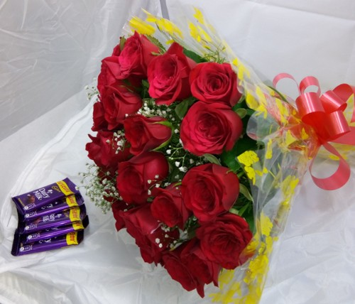 20 red roses bunch with 5 cadbury by mobile flower pune florist in pune cake maker in pune