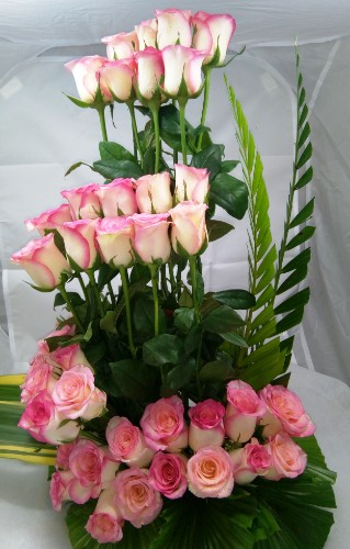 30 pink flower basket by mobile flower pune florist in pune cake maker in pune