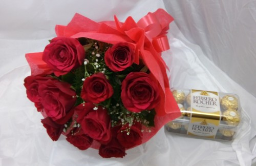 20 red roses bunch + 16 pc ferrero rocher chocolate by mobile flower pune florist in pune cake maker in pune