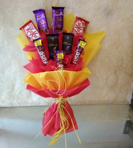 10 mix chocolate bunch by mobile flower pune florist in pune cake maker in pune