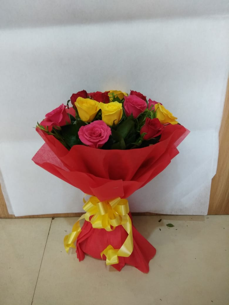 Special 12 mixed roses bouquet