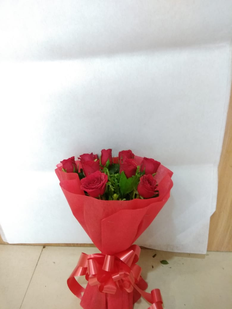 Vivid 10 red roses bouquet