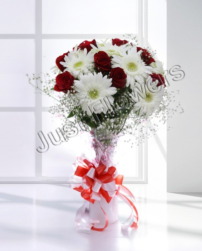 12 Red & White Roses Gerbera Bunch